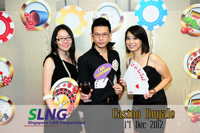 photobooth, singapore, instant prints, props, customise backdrop, live photography, photowall, instant photography